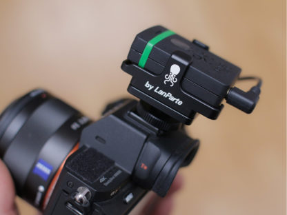 SYNC E mounted via cold shoe on Sony Alpha